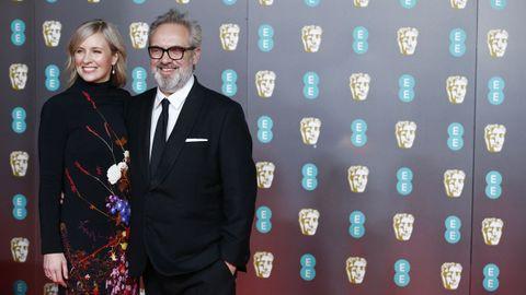 Sam Mendes y su esposa, la intérprete de música clásica Alison Balsom, en la alfombra roja. Mendes compite con su filme «1917»