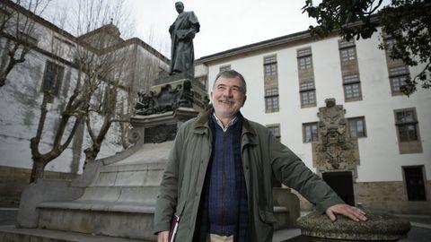 Antón Costa, na compostelá praza de Mazarelos