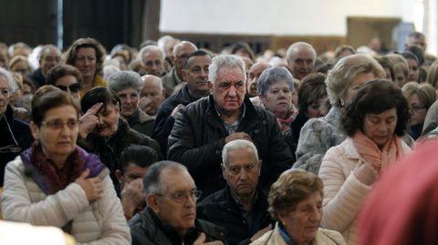 Los fieles llenaron la iglesia de A Régoa en la primera misa de San Blas que se celebra fuera de San Vicente