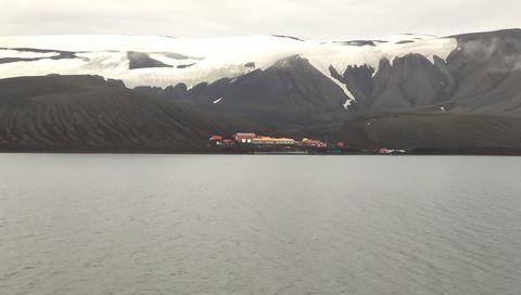 La base española Gabriel de Castilla está alojada en esta isla volcánica de la Antártida