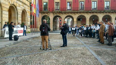 La concentración para pedir Justicia por Eleazar, ayer, en la plaza Mayor