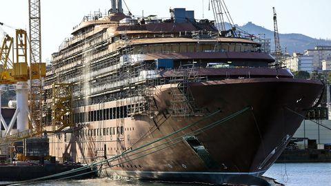 Estructura del buque Evrima de Ritz Carlton, fondenado en aguas de la ría de Vigo