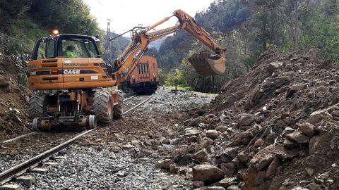 Imagen de un desprendimiento en la línea Ponferrada-Monforte-Ourense ocurrido hace dos años
