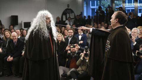 Yosi, líder de Los Suaves, en el acto de nombramiento de los comendadores do Cocido, en Lalín