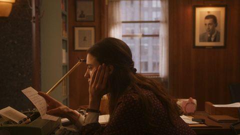 La actriz Margaret Qualley interpreta a Joanna, la joven aspirante a escritora que admira a Salinger