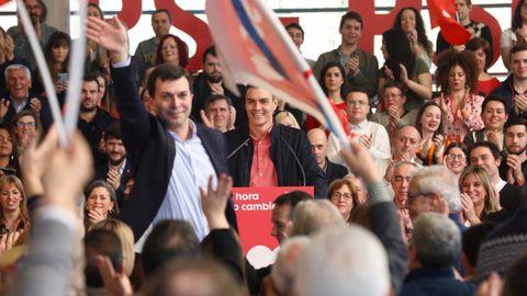 Sánchez carga contra Núñez Feijoo por «esconder» las siglas del PP