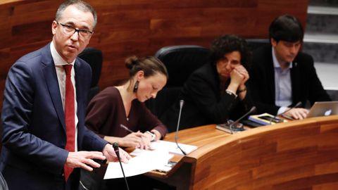 El consejero de Salud, Pablo Fernández Muñiz, durante un pleno de la Junta General del Principado