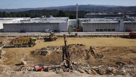 Con el movimiento de tierras ha comenzado a dar los primeros paso la nueva sede de Sociedad Textil Lonia en el parque empresarial de Pereiro de Aguiar