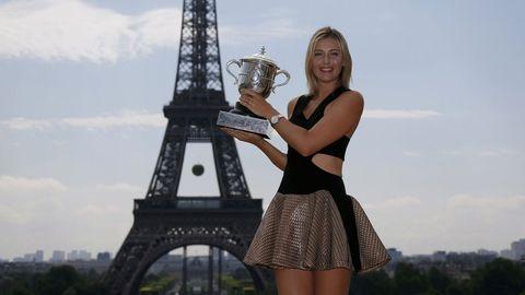 Sharapova en el tradicional posado frente a la Torre Eiffel de los ganadores.