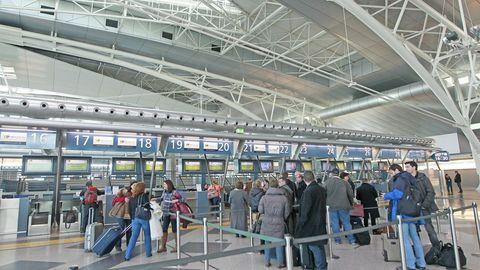 La joven aterrizó en el aeropuerto de Oporto