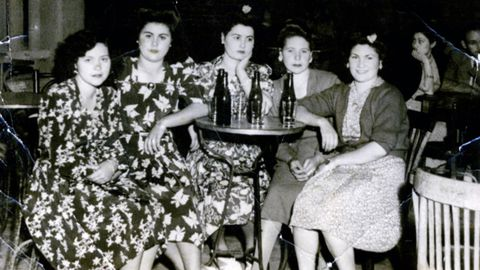 Detalle de una terraza de un bar en las fiestas del Carmen del año 1946, en el barrio de la Estación