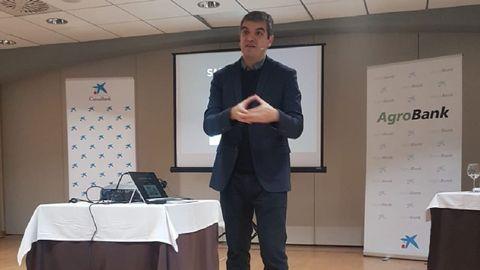 Ferran Centelles durante su conferencia en el balneario de Pantón