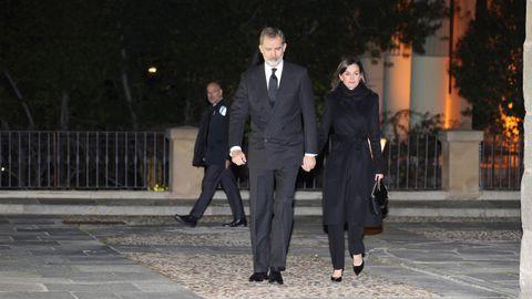Los Reyes Felipe y Letizia, a su llegada este miércoles al funeral del empresario Plácido Arango, fallecido el pasado 17 de febrero a los 88 años, en la iglesia de Los Jerónimos. EFE/JUANJO MARTÍN