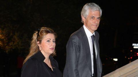El diputado del PP Adolfo Suárez Illana y su esposa Isabel Flores asisten este miércoles al funeral del empresario Plácido Arango, fallecido el pasado 17 de febrero a los 88 años. EFE/JUANJO MARTÍN