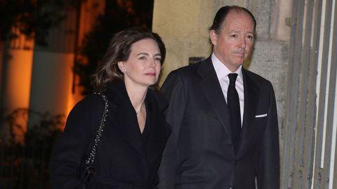 El príncipe Konstantin de Bulgaria, junto a su esposa María García de la Rasilla, asisten este miércoles al funeral del empresario Plácido Arango, fallecido el pasado 17 de febrero a los 88 años. EFE/JUANJO MARTÍN