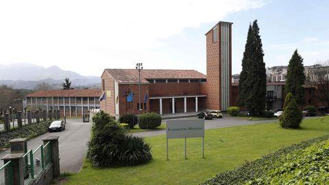 El colegio Fundación Masaveu de Oviedo ha suspendido las clases tras el positivo por coronavirus de uno de sus docentes, ante la necesidad de estudiar la posible cadena de transmisión
