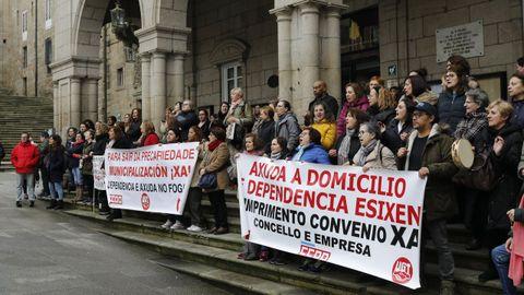 Las trabajadoras del servicio de ayuda a domicilio, en una protesta antes de declararse el estado de alarma