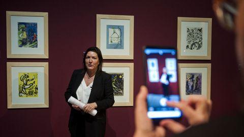 La experta en la figura de Chagall Dolores Durán Úcar, durante la presentación de la exposición de la obra gráfica del artista de origen ruso