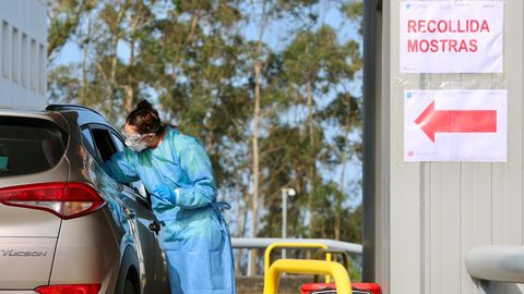 Controles de coronavirus en el Meixoeiro desde el coche