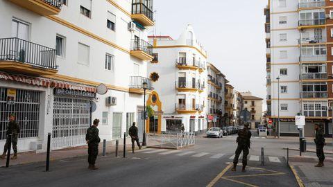 Un grupo de legionarios controla las calles de Ronda para tratar de que se cumpla el confinamiento decretado