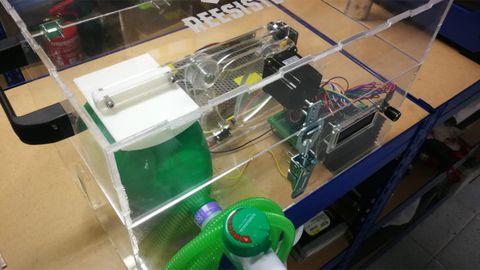 Respirador automático desarrollado en red de forma altruista por los profesionales de 'Reesistencia Team', dentro del grupo 'Coronavirus Makers