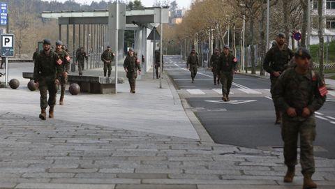Despliegue de la Brilat por las calles de Santiago