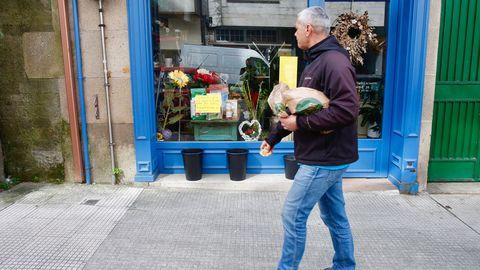 Una floristeria de Pontevedra regala flores antes de que se mueran