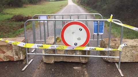 Chaves ha colocado bloques de hormigón en siete carreteras fronterizas con Verín, Vilardevós y Oímbra