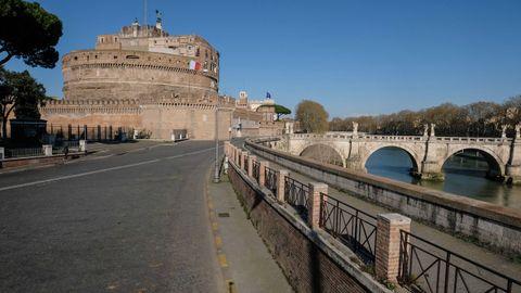 Castillo de Sant'Angelo, desierto por el cierre por el coronavirus.