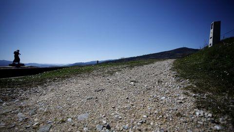 El alto de San Roque, con su icónica escultura al peregrino