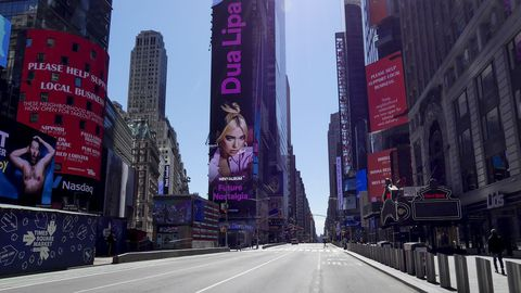 Inusual imagen de Times Square, totalmente desolada