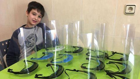 En la imagen, Álex Romero, un maker pontés de solo 13 años