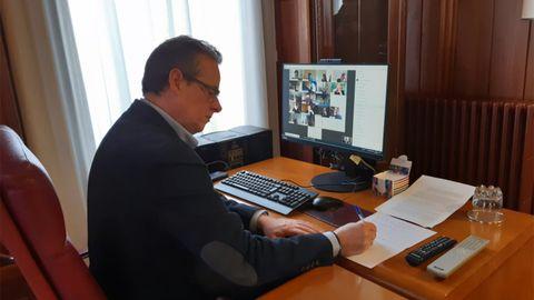 El presidente de la Junta General, Marcelino Marcos, en una reunión telemática de la junta de portavoces