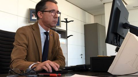 El consejero de Salud, Pablo Fernández, en una reunión telemática