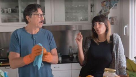 El actor Carlos Bardem y la actriz Cecilia Gessa, durante la escena en la que él pronuncia la polémica frase