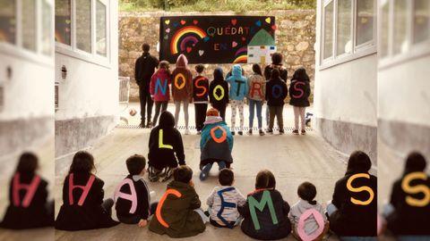 En el centro coruñés San José de Calasanz, 38 chavales afrontan el confinamiento con las dificultades propias de una convivencia intensa. Fijar rutinas y trabajar en pequeños grupos es esencial. Por suerte, cuentan con espacios abiertos y para practicar deporte. También han organizado proyecciones de películas y acciones solidarias como este mural