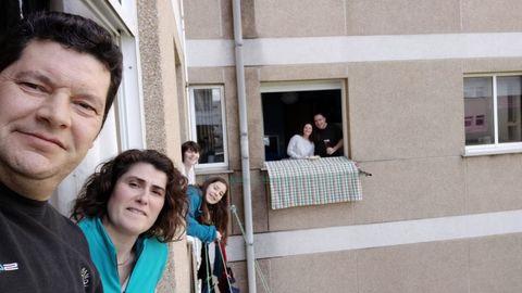 Selfie durante el día de Chamorro en Ferrol. En esa romería se suele comer al aire libre. Así que se sacó el mantel al patio