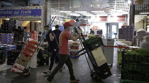 El movimiento de mercancías es continuo, llegando a ser en ocasiones frenético.
