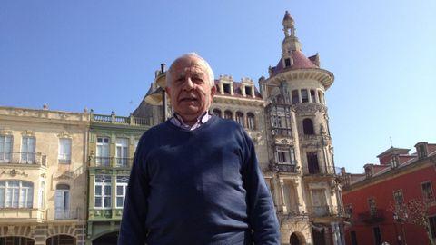 Andrés Tojal en una imagen de marzo del 2014, frente a la Torre dos Moreno
