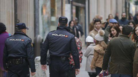 Imagen de archivo de agente de la policía de patrulla