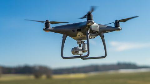 Imagen de archivo de un dron en pleno vuelo