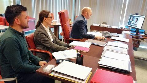 De izquierda a derecha: el director general de Movilidad y Conectividad, Jorge García; la viceconsejera de Medio Ambiente y Cambio Climático, Nieves Roqueñí, y el vicepresidente y consejero de Infraestructuras, Medio Ambiente y Cambio Climático, Juan Cofiño