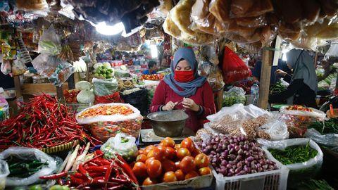 En Indonesia, con 267 millones de habitantes, se han registrado menos de 800 fallecimientos por coronavirus
