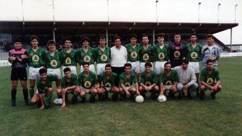 Plantilla del Burela que rozó la Segunda B en 1990-91. Burunda es el quinto por la derecha en la fila de arriba