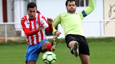 Con solo 21 años Asier ya acumula más de cincuenta goles en el primer equipo focense, con el que dio el salto desde Segunda Galicia hasta Preferente