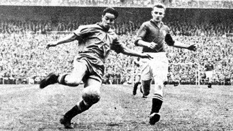 Suárez en un partido con la selección frente a Suiza en el Bernabéu en 1957.