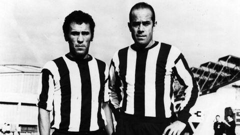 Mítica imágen de Luis Suárez y Amancio en Riazor vistiendo la camiseta del Deportivo.