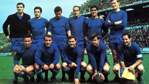 Luis Suárez volveria a Riazor en 1966 para disputar un amistoso de preparación antes del Mundial de Inglaterra en el que se enfrentó al Ajax de Cruyff.