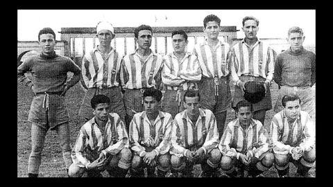 Equipo juvenil del Deportivo de 1950. Luis Suárez es el segundo empezando por la derecha, agachado.