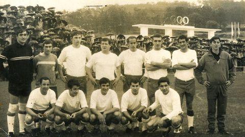 Suárez llegaría a vestir la camiseta del Ponteceso (junto a Veloso y Pellicer) durante un amistoso con motivo de la inauguración del Municipal de Ponteceso en 1969.